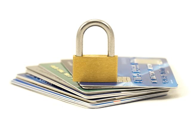 Условия обслуживания дебетовой карты лукойл в банке открытие